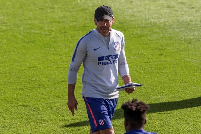 Diego Pablo Simeone, durante el entrenamiento del Atlético.