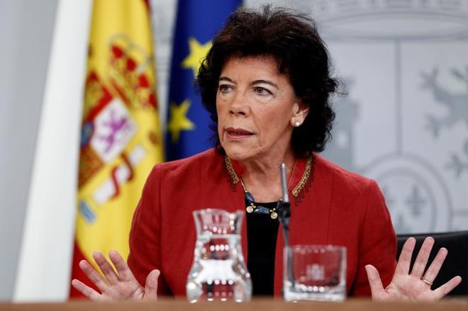 La portavoz del Gobierno y ministra de Educación, Isabel Celaá, en...