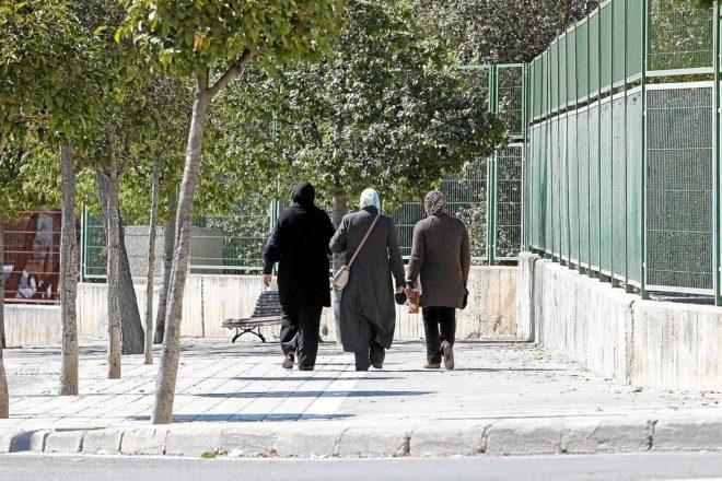 Tres mujeres extranjeras residentes en Alicante.