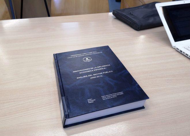 Portada de la tesis doctoral del presidente del Gobierno, Pedro...