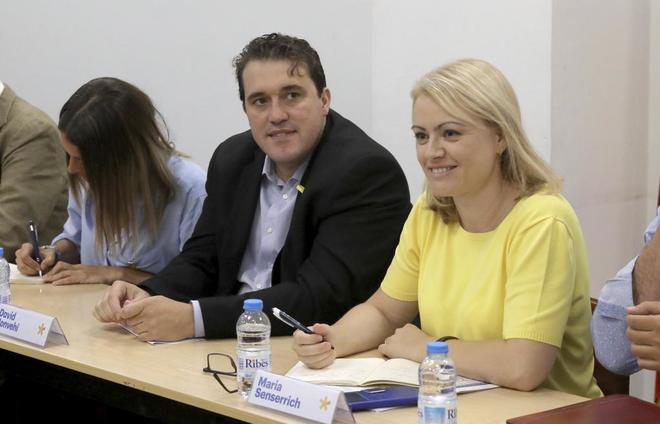 Maria Senserrich con David Bonvehí en una reunión de la Ejecutiva del PDeCAT.