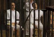 Gamal y Alla Mubarak, durante un anterior juicio contra ellos en El Cairo.