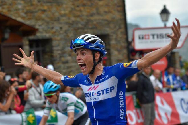 Enric Mas celebrates celebra su victoria en La Gallina.