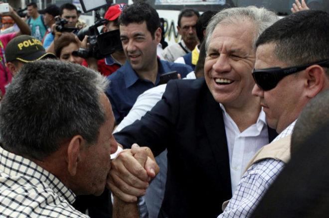 Luis Almagro, secretario general de la OEA, en su visita a Cucutúa (Colombia).