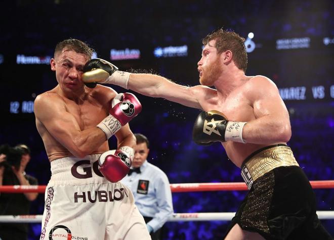 Canelo Álvarez golpea a Golovkin durante el combate celebrado en Las Vegas.