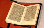 La carta original de Colón que fue recuperada. Tiene cuatro folios impresos por las dos caras. Los sellos de la Biblioteca de Cataluña han sido borrados.