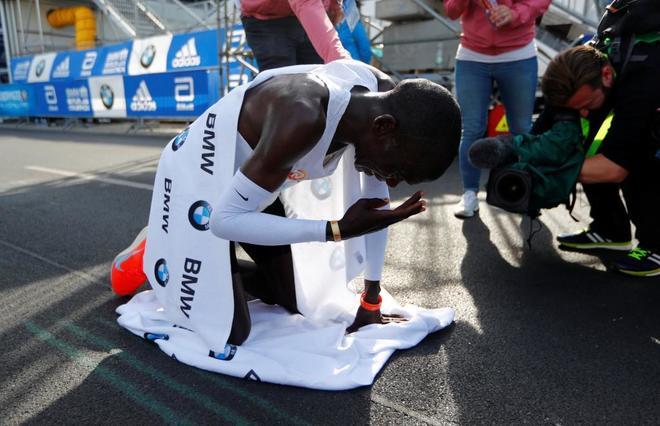 Kipchoge destroza en Berlín el récord del mundo de maratón