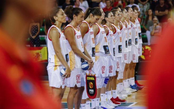 La selección española, durante uno de sus amistosos para la Copa del Mundo.