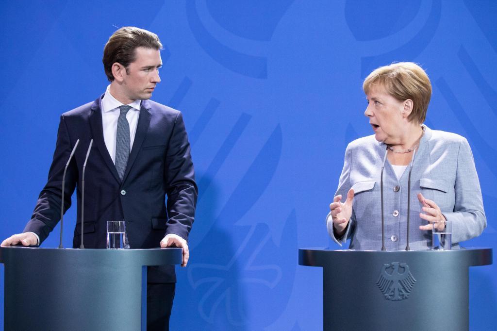 Los cancilleres Sebatian Kurz y Angela Merkel ofrecen una rueda de prensa conjunta tras su reunión este domingo en Berlín.