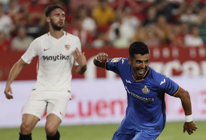 Ángel celebra su segundo gol frente al Sevilla.