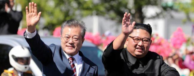 Kim Jong-un recibe a pie de pista a Moon Jae-in para la cumbre de Pyongyang