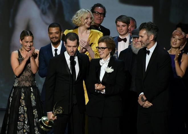 El equipo de 'Juego de Tronos' recoge el Emmy 2018 a la mejor serie dramática.