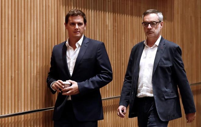 Albert Rivera y José Manuel Villegas, a su llegada a la reunión del...