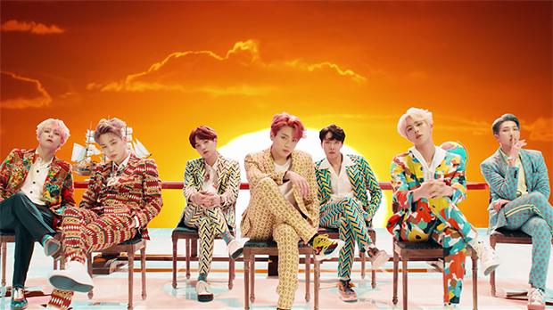 La banda surcoreana BTS en su nuevo videoclip con Nicky Minaj