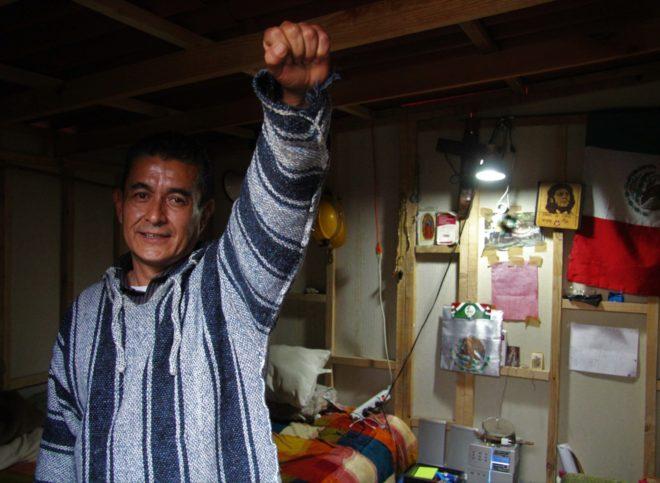Uno de los mexicanos que reside en el campamento de afectados del Multifamiliar Tlalpan