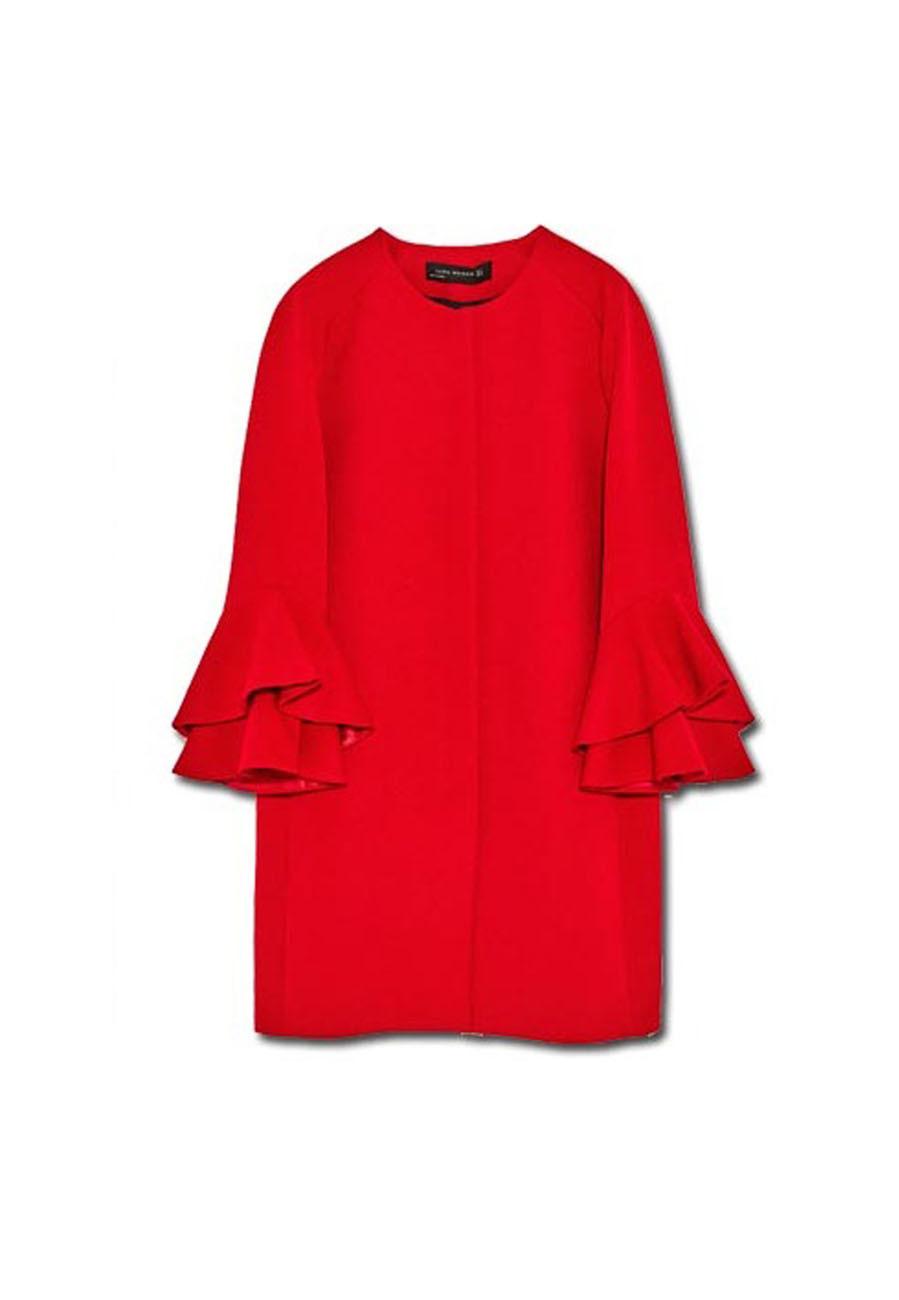 Abrigo rojo con volantes, de Zara Las prendas 'low cost