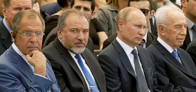 Sergei Lavrov, Avigdor Lieberman, Vladimir Putin y Simon Peres, en 2012.