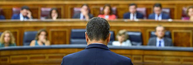 El presidente del Gobierno, Pedro Sánchez, en la tribuna del Congreso