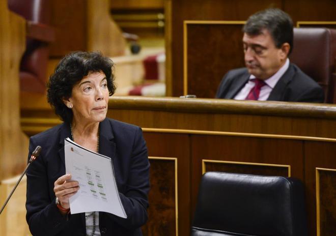 La ministra de Educación y Formación Profesional, Isabel Celaá, en...