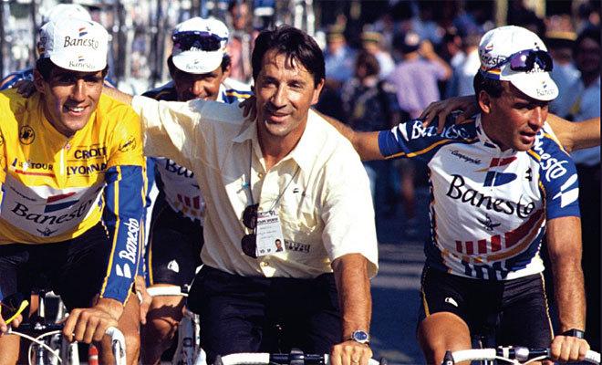Rodríguez Magro, a la derecha, con Indurain y Echávarri, tras el triunfo en el Tour de 1991.