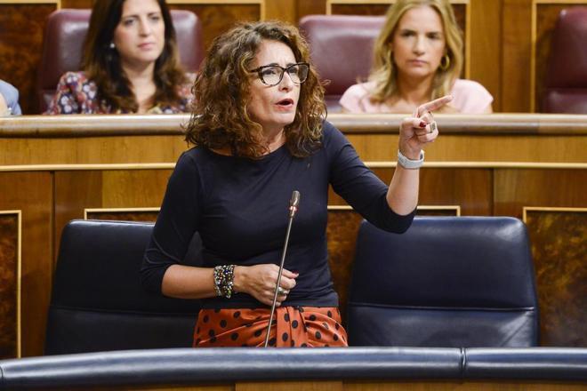 La ministra de Hacienda, María Jesús Montero, en el Congreso.