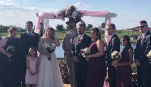 El jefe Hopper de Stranger Things ofició la boda de unos fans de la...