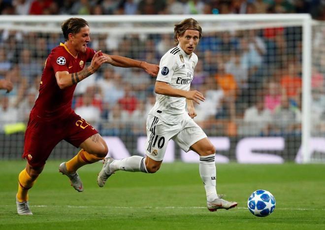 Zaniolo persigue a Modric, el miércoles en el Real Madrid-Roma.