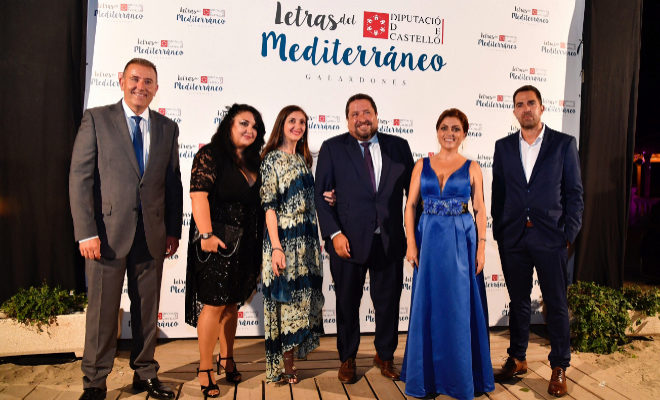 El diputado de Cultura, Vicent Sales y el presidente de la Diputación de Castellón, Javier Moliner, junto a los galardonados en esta edición 2018.