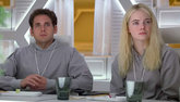 Jonah Hill y Emma Stone en un fotograma de la serie de Netflix Maniac