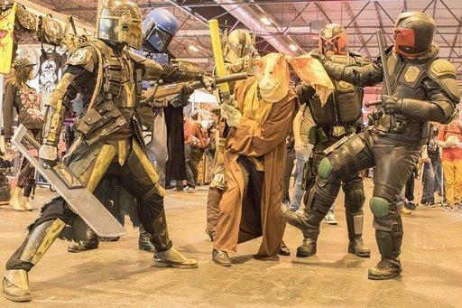 Imagen de la Comic Con con personas caracterizadas de Star Wars.