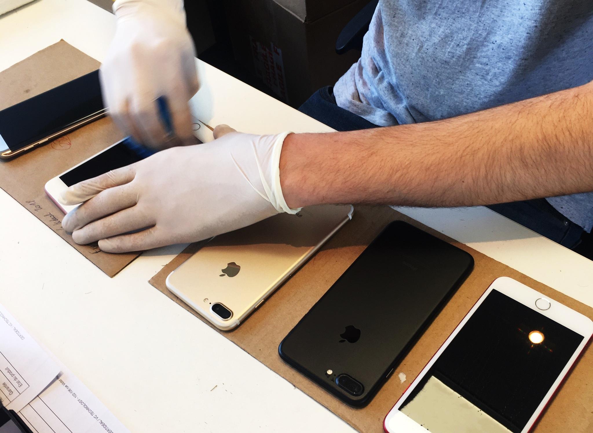 Certideal se ocupa de la revisión de los teléfonos y, en caso de necesitarlo, de su reparación.