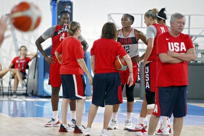 Las jugadoras del USA Team, durante el entrenamiento en el Quico Cabrera.