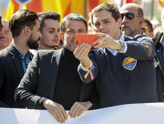 El presidente de Ciudadanos, Albert Rivera, junto al ex primer...