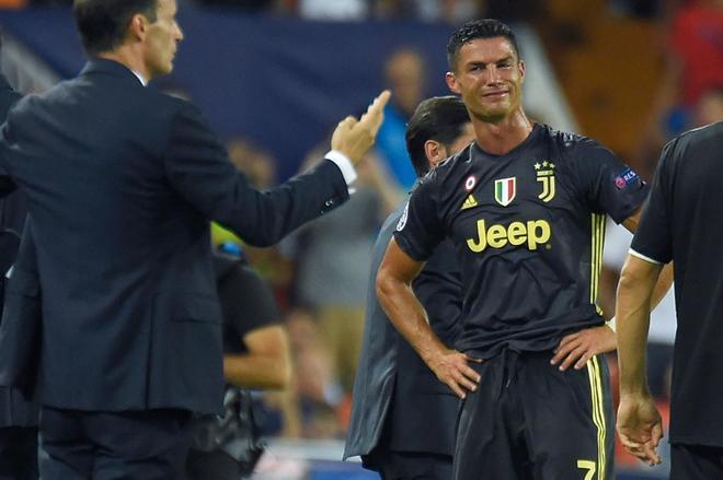 Cristiano Ronaldo se lamenta, en el encuentro ante el Valencia.