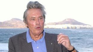 Alain Delon dice haber sido acosado por varias mujeres en su juventud