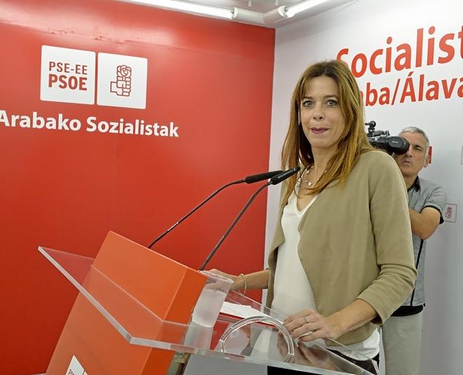 La precandidata a la Alcadía de Vitoria Maider Etxebarria, ayer durante su presentación.
