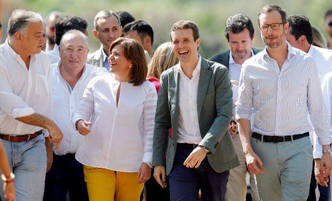González Pons, Bonig y Maroto acompañan a Pablo Casado, ayer, en La Pobla de Farnals.