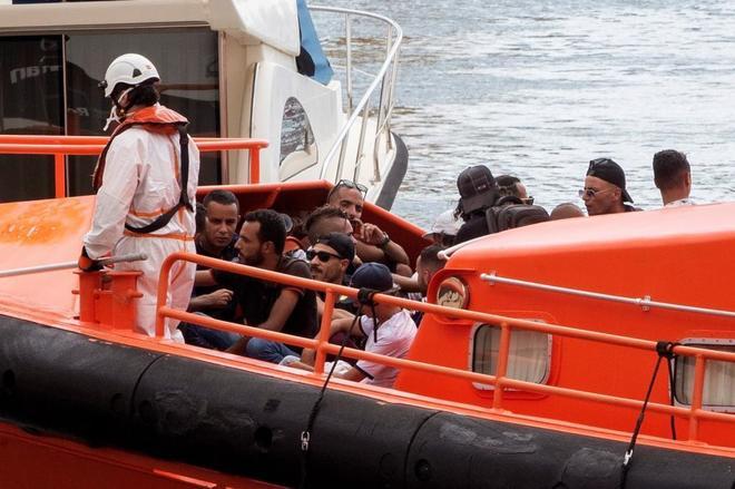 Interceptan cinco pateras con 54 inmigrantes frente a las costas de Cartagena