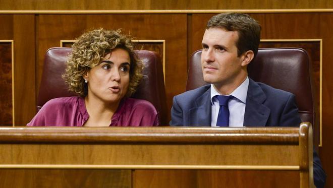Dolors Montserrat y Pablo Casado, en el Congreso de los Diputados.