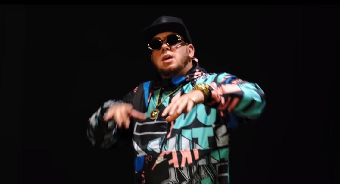 El rapero granadino Maka en un fotograma del nuevo videoclip de su...