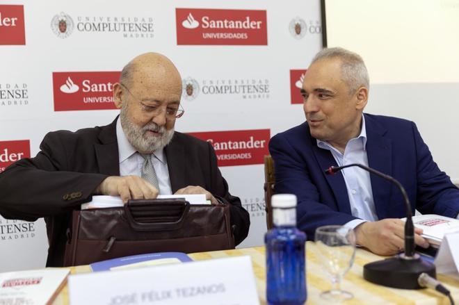 El presidente del CIS, José Félix Tezanos, en los cursos de verano de la Complutense.