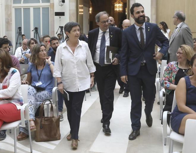 La delegada del Gobierno en Cataluña, Teresa Cunillera, con Quim...
