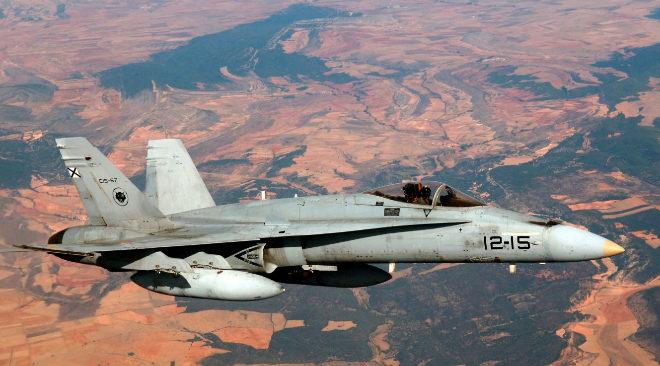 Un avión F-18 como los que sobrevolará Euskadi esta semana.