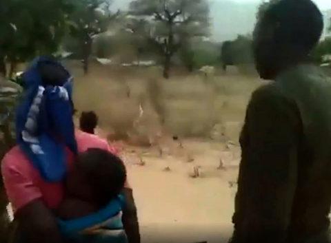 El vídeo viral muestra a dos mujeres y dos niños ejecutados a tiros.