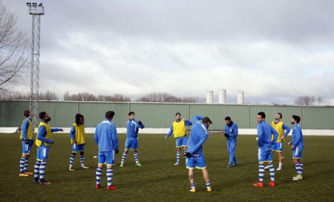 Los futbolistas de la Arandina, poco antes de un partido, el pasado diciembre.