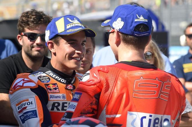 Marc Márquez y Jorge Lorenzo, tras la sesión de clasificación del GP de Aragón.