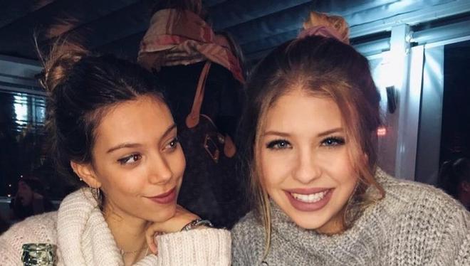 Alejandra Rubio (i) y Anita Matamoros, en su época de amigas, en una foto compartida por ellas en Instagram.