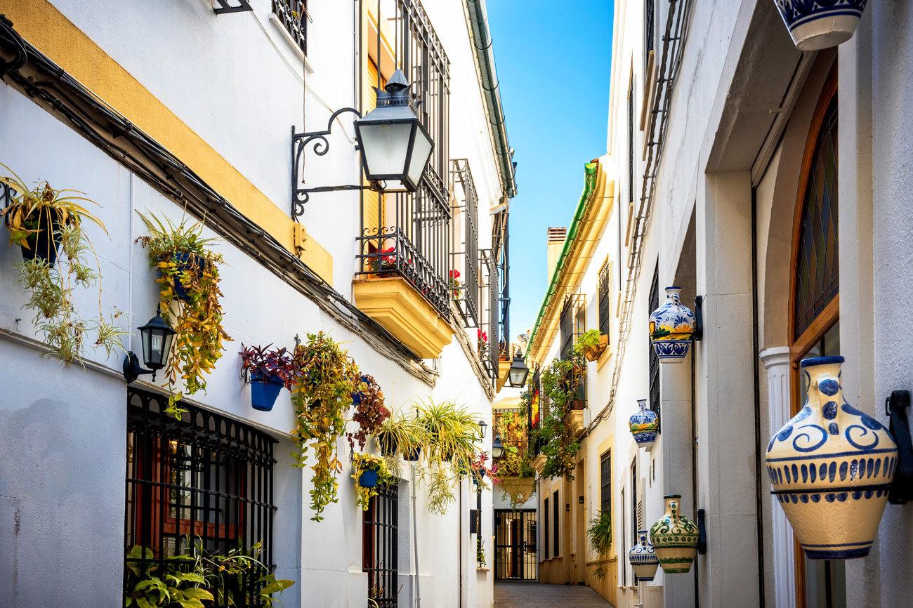 Si paseando por el casco antiguo de Córdoba te cuelas en un barrio de...
