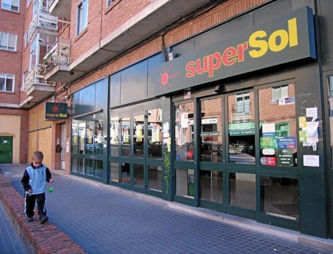 Imagen de un supermercado Supersol
