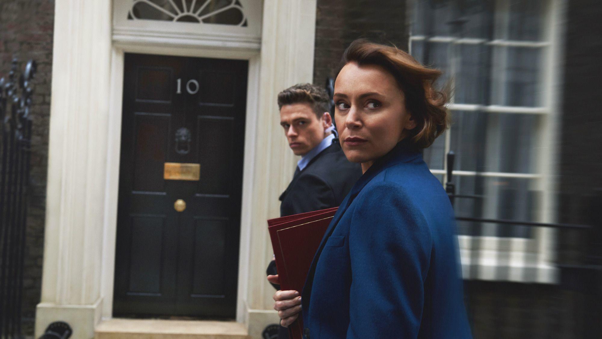 Ricard Madden y Keeley Hawes en un fotograma de Bodyguard
